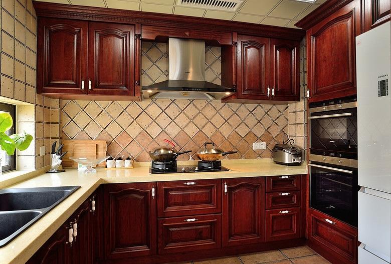 欧式古典装修风格厨房红木橱柜装饰图
