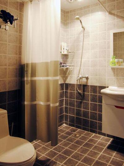 装修效果图 装修美图 简约温馨小户型卫生间窗帘隔断图