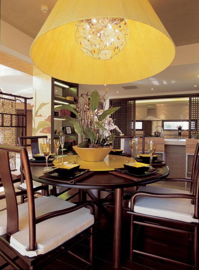 新中式风格别墅餐厅餐桌椅装饰图