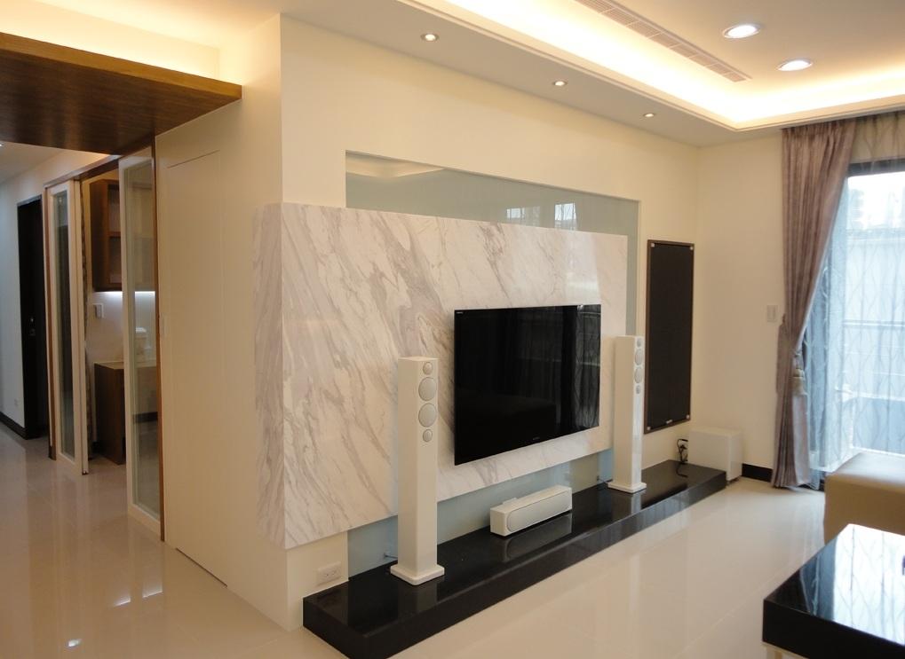 现代简约设计风格二居客厅大理石电视背景墙装饰_装修百科