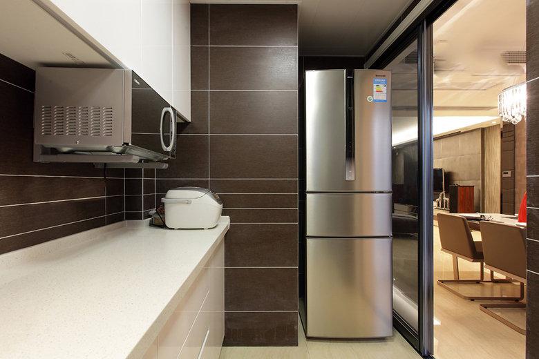 现代美式风格厨房玻璃移门隔断装饰图_装修百科