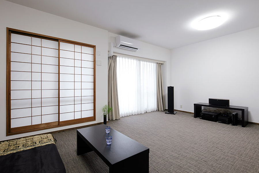 家居客厅日式推拉格栅设计装修图_装修百科