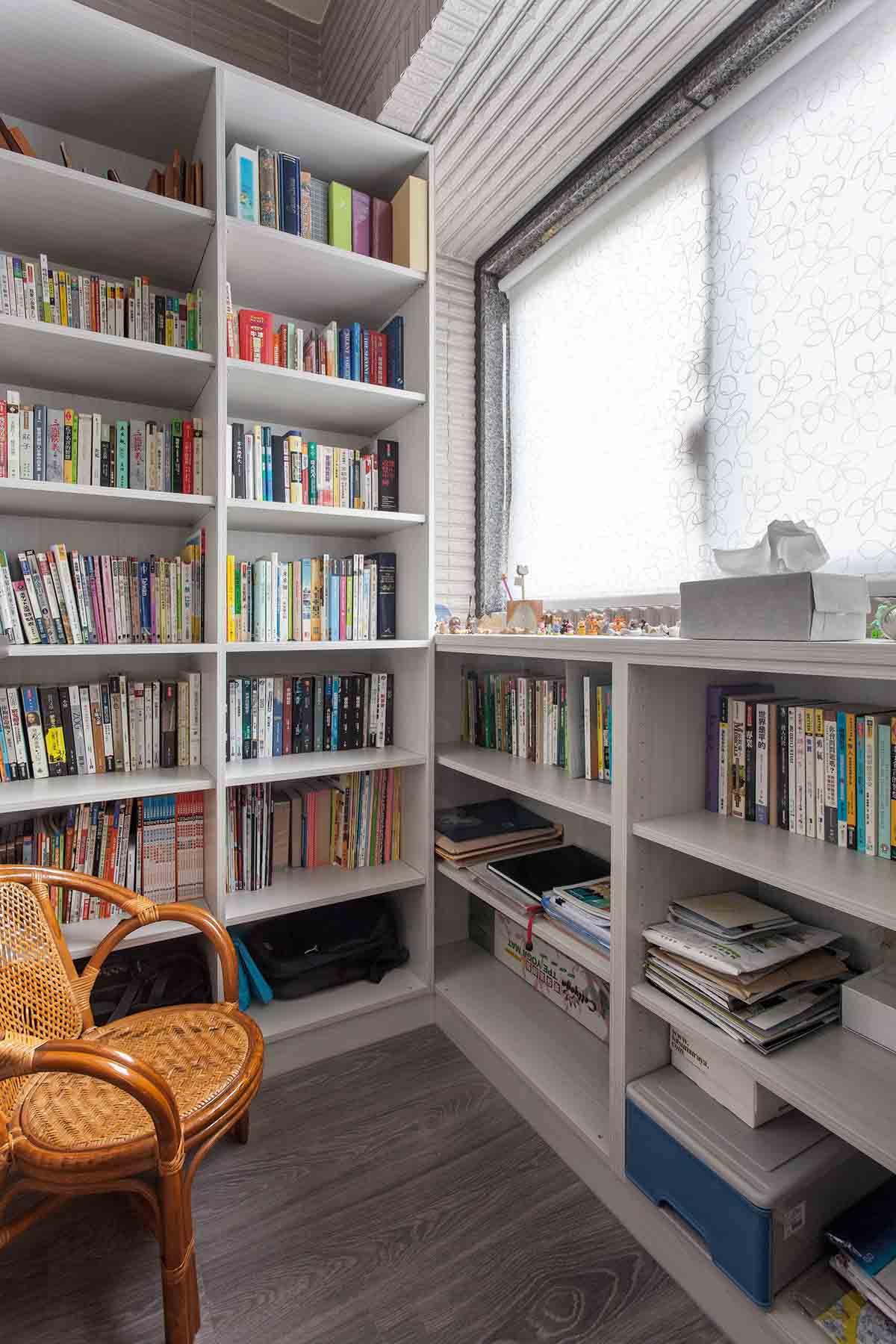 现代简约书房书架设计装修效果图
