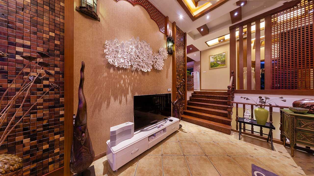 和諧東南亞風格別墅室內階梯隔斷效果圖