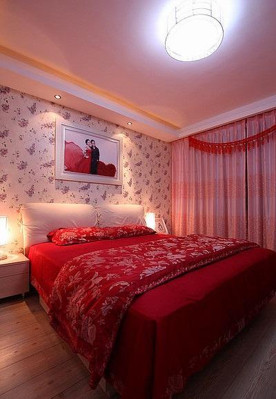 紅色精美裝飾現代風格三居婚房臥室裝修圖