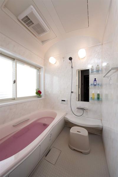 纯净现代日式风格卫生间浴缸设计装修图_装修百科