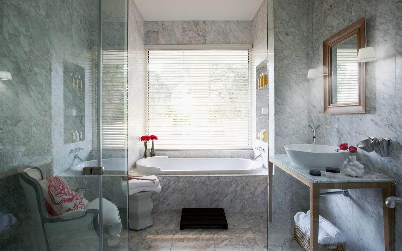 大理石簡約衛生間浴室百葉簾裝飾效果圖