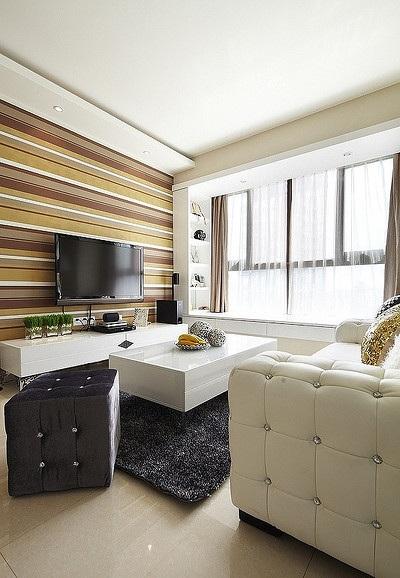 装修百科 装修效果图 装修美图 时尚简约美式风格客厅横条纹壁纸装饰