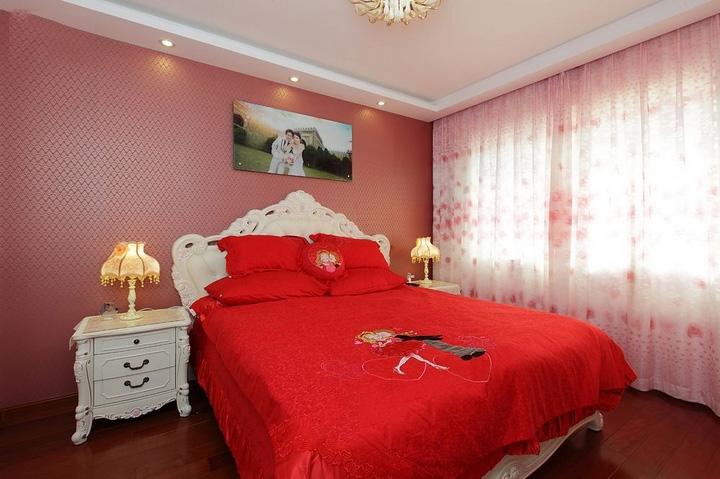 喜庆欧式风格卧室床头壁纸装饰效果图_装修百科