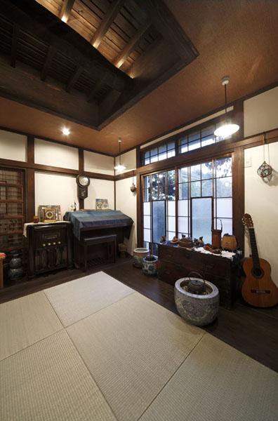古樸幽靜傳統日式客廳吊頂設計圖