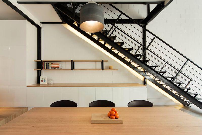 50平现代简约loft公寓室内铁艺楼梯设计效果图_装修百科