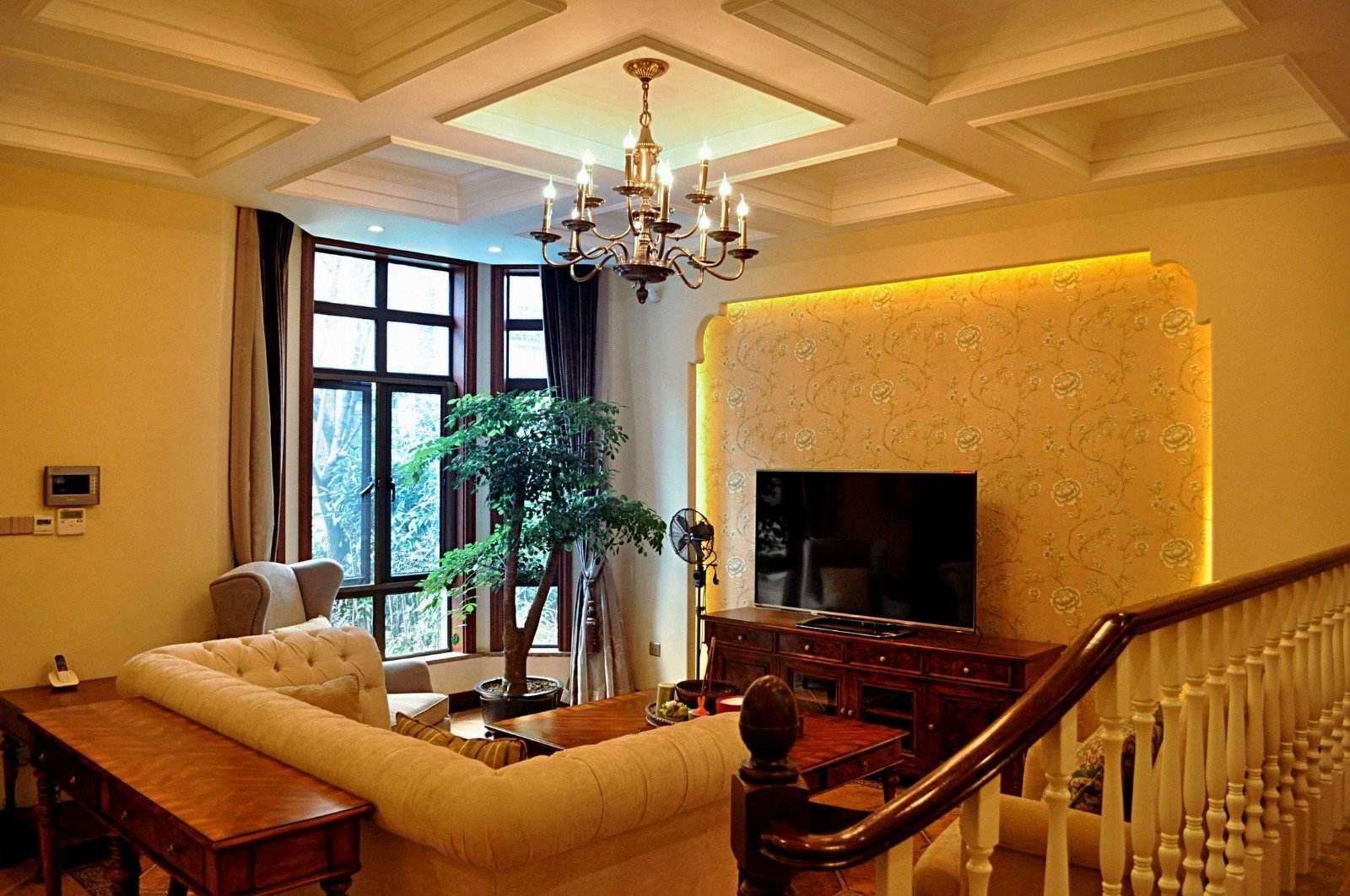 典雅休闲美式设计风格别墅客厅铁艺吊灯装饰图_装修百科图片