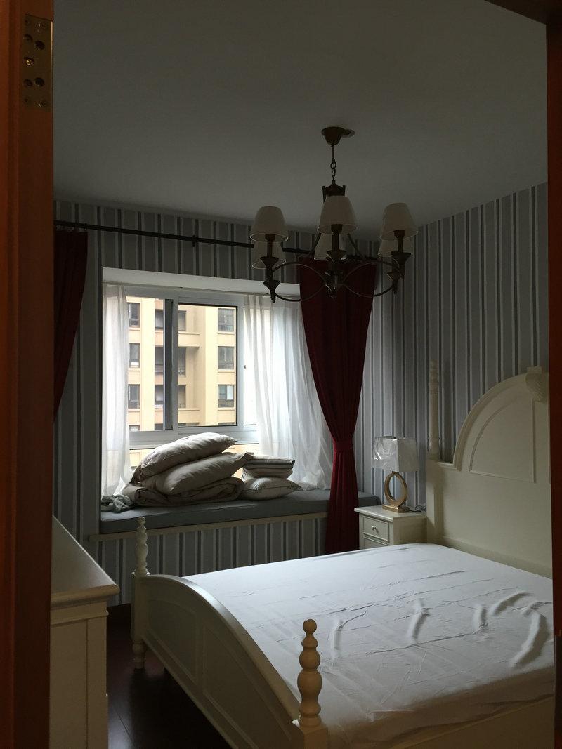 简约美式风格卧室飘窗台面布置效果图_装修百科