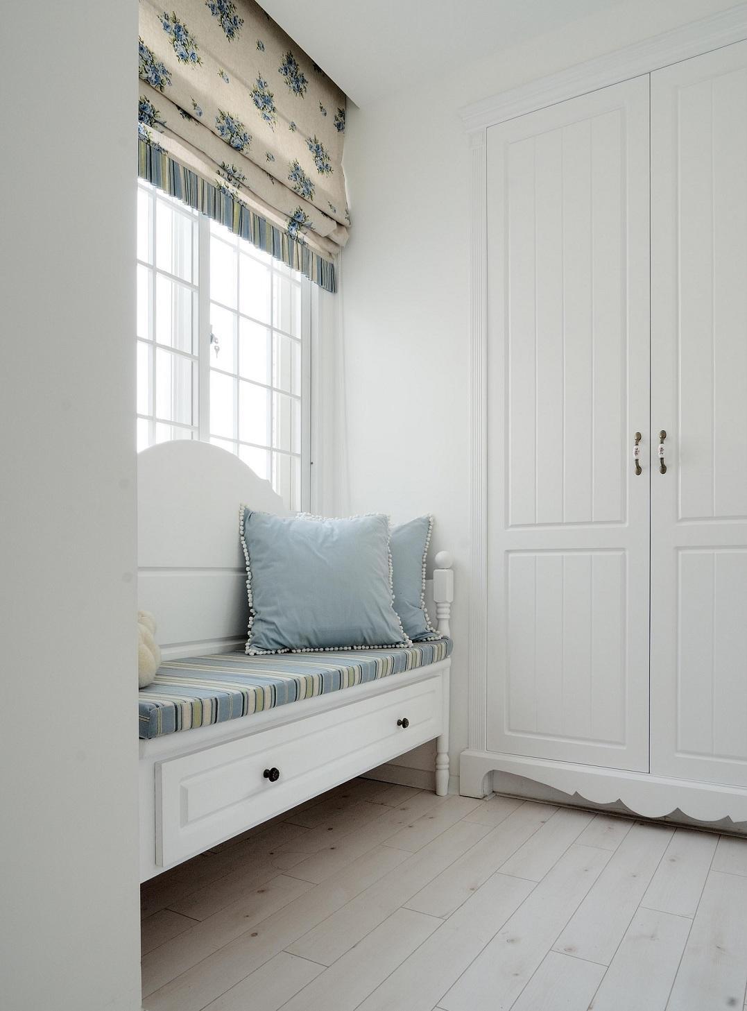 装修百科 装修效果图 装修美图 清新简约复式家装飘窗兼收纳柜设计美