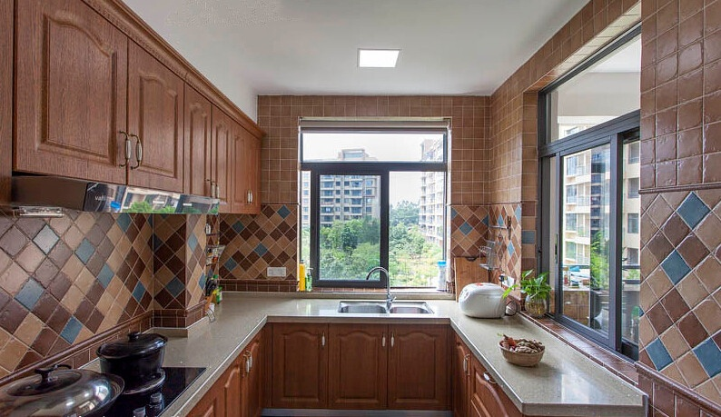 古典美式風格明亮u型廚房設計裝修效果圖_裝修百科