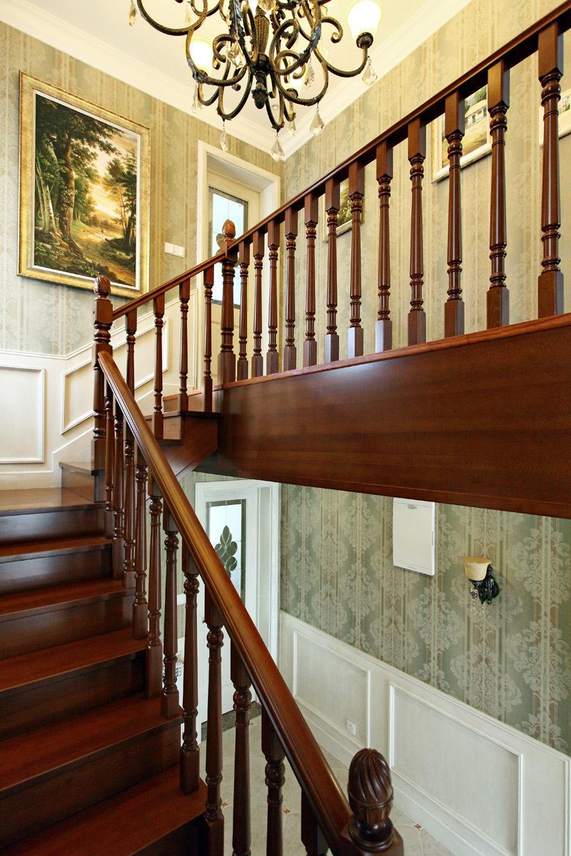 大气欧式复古风格别墅实木楼梯装潢欣赏图_装修百科