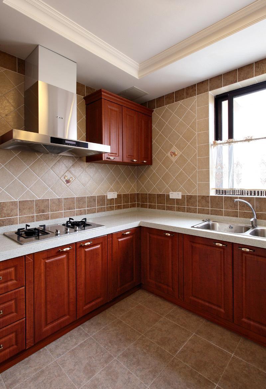 大气欧式复古厨房背景墙瓷砖斜铺效果图_装修百科