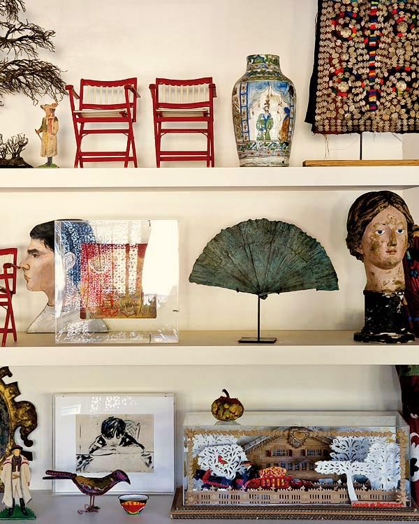 现代风格书房墙面博古架设计装修图片