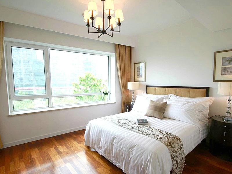 簡約溫馨新中式臥室飄窗效果圖