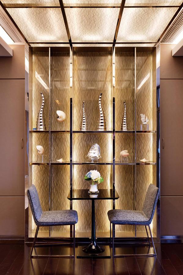 現代奢華金色系別墅局部展示柜效果圖